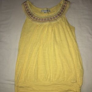 Daisy yellow top